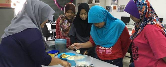 soroptimist-bangsar-malaysia-women-i-can-bake-banana-oats-biscuits-ladies-suria-bangsar-south-april-2016-3-x